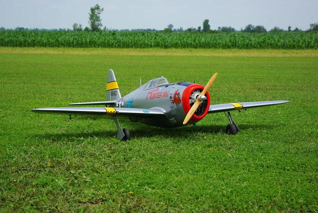 Modèle à l'échelle du P-47 Thunderbolt réalisé par Jean Chevalier, prés.