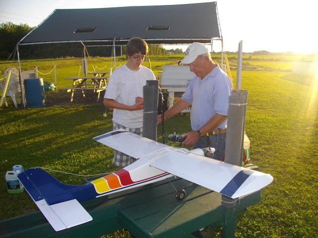 Un apprenti pilote avec un de nos instructeurs chevronnés.